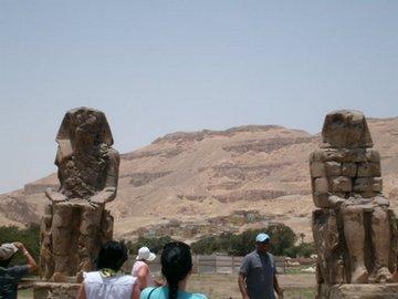 балакучі статуї
