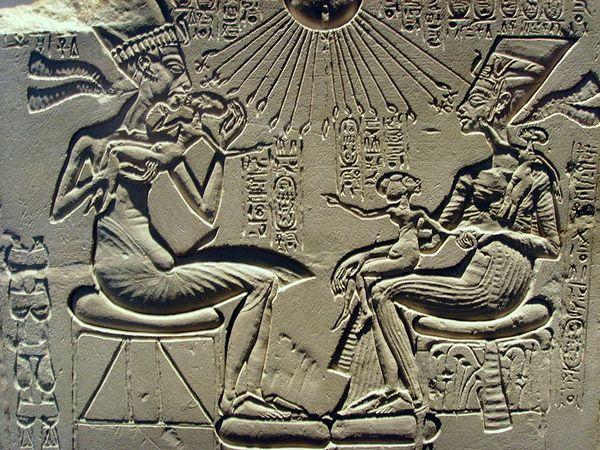 Ехнатон та Нефертіті