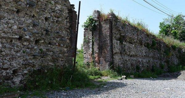 Велика абхазька стіна