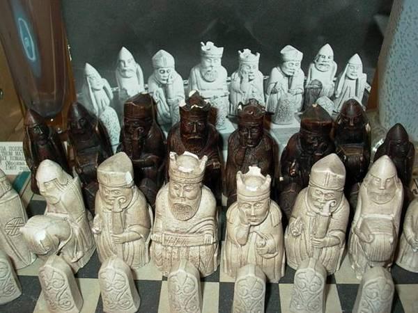 старинные шахматы из моржовой кости
