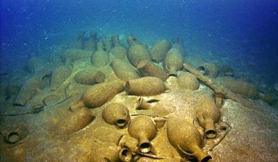затонувший античный корабль