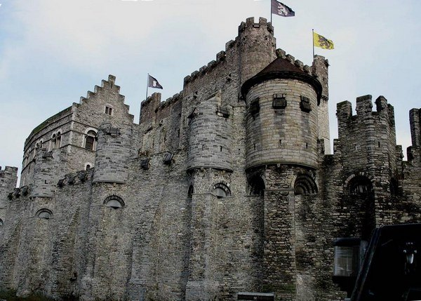 Средневековый романский замок