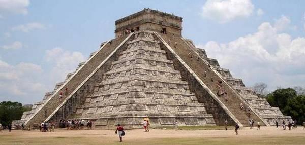 пирамида майя в Чичен Ице