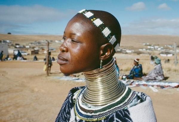 африканка в украшениях