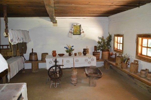 Деревенский средневековый дом внутри