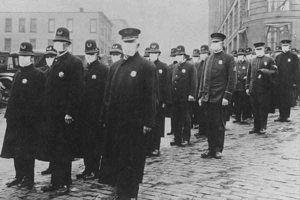 Полицейские Сиетла в защитных масках
