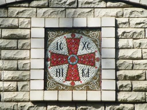 крест на мозаике